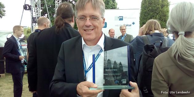 Linstep-Geschäftsführer Dirk Bohlen mit We Do Digita-Award